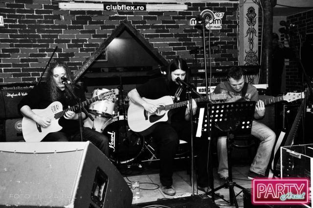 Copyright: http://party-arad.ghidularadean.ro/detalii-galerie/102/poze_concert_umanitar_@_flex/