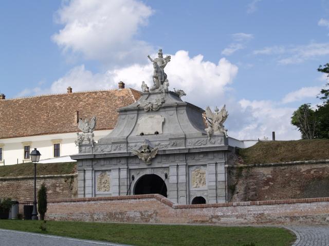 Cetatea Alba Carolina , Alba Iulia (acelasi stil de constructie ca si Cetatea Aradului)