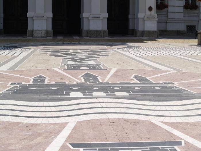 Mozaicul din fata Primariei