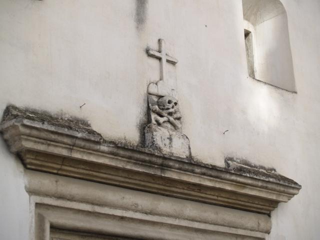 O biserica foarte interesanta (din pacate inchisa)