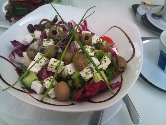 Salata Greceasca (cafenea in Piata Independentei)