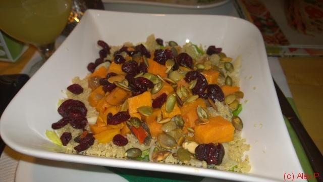 Salata cu cartofi dulci si quinoa
